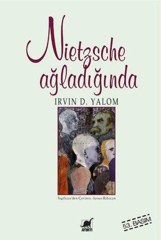"""Nietzsche: Henüz iki kitabı yayımlanmış, kimsenin tanımadığı bir filozof. Yalnızlığı seçmiş. Acılarıyla barışmış. İhaneti tatmış. Tek sahip olduğu şey, valizi ve kafasında tasarladığı kitapları. Karısı, toplumsal görevleri ve vatanı yok. İnzivayı seviyor. Tanrı'yı öldürmüş. """"Ümit kötülüklerin en kötüsüdür; çünkü işkenceyi uzatır"""" diyor. Daha sonra """"Kendi alevlerinizde yanmaya hazır olmalısınız: Önce kül olmadan kendinizi nasıl yenileyebilirsiniz?"""" diyecek. Ümitsiz."""
